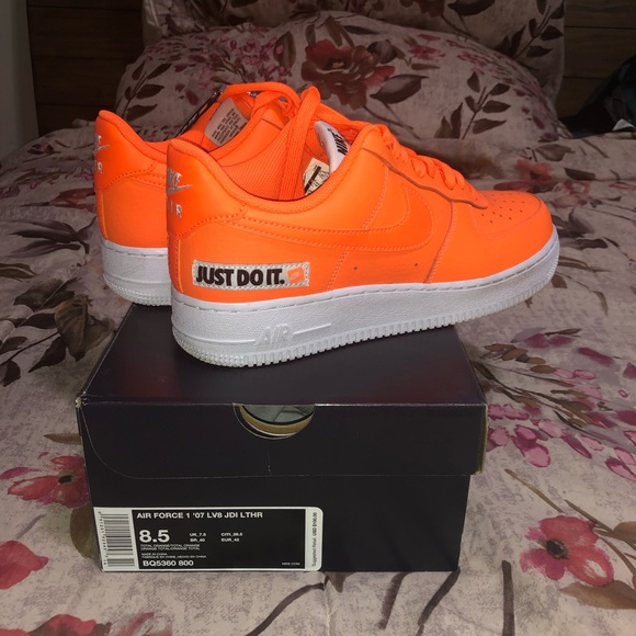 huge selection of 9daa7 c0e11 Nike Air Force 1  07 in total orange NEON. M 5cae6257d400080af4a85cbd